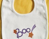 Boo Halloween Baby Bib, 0 to 3 mos., Autumn Infant Bib, Burp Cloth, Baby Shower Gift, White Bib, Neutral Baby Bib, Velcro Closure, Fall Bib