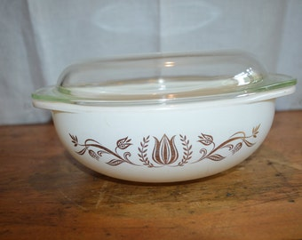 Great  Vintage PYREX Casserole in a PROMOTIONAL Pattern. Gold Tulip Pattern. With Lid. Great Item.
