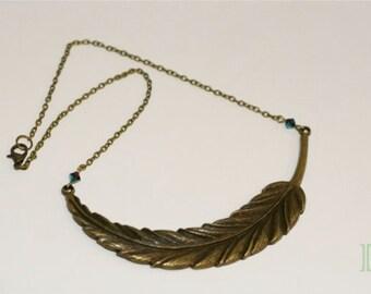 Elegant feather necklace choker