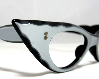 Vintage 50s CatEye Eyeglasses. Layered Color Cat Eyes with Scalloped Edges. Silver and Black.