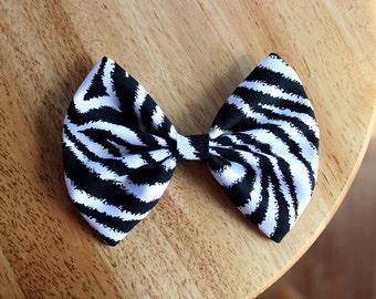 "4.5"" Zebra hair bow, zebra bow, animal print bow, zebra print hair bow, zebra bow, black white hair bow, hairbows for girls, teens hair bow"