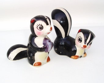 Vintage Skunk Figurines / Salt and Pepper Shakers / Animal Figures / Salt Pepper Containers