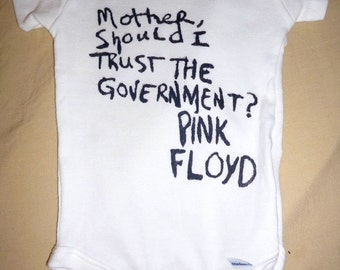 """Pink Floyd """"Mother, Should I Trust The Government?"""" Baby Onesie ® Bodysuit Snapsuit Tshirt Infant Baby Shower Creeper 60s Music 3,6,12,18,24"""