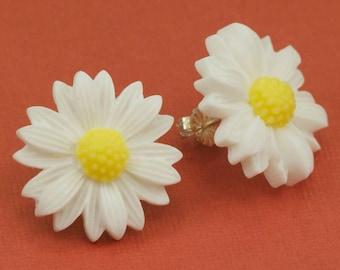 Vintage Daisy Post Earrings