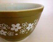 Vintage Pyrex 401 Spring Blossom Green Mixing Bowl