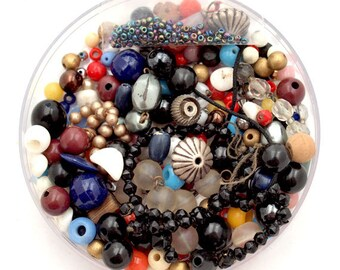 vintage 20s30s40s50s trash n treasure mix of beads