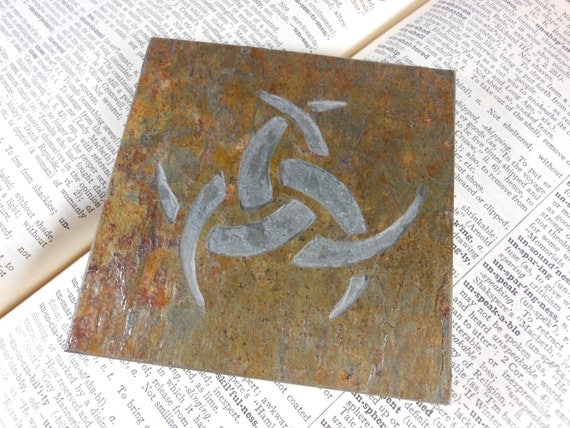 TRIPLE HORN Art Tile - Triple Crescent, Horned Triskele, Hand Carved Slate Stone - Norse Decor, Norse Art, Freya Odin Loki Altar Tile