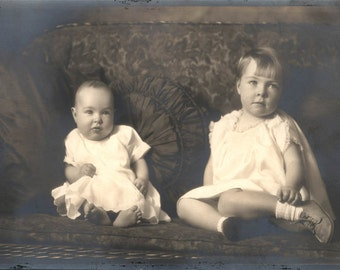 Vintage photo 2 Beautiful little Girls Sit on the Couch w Pillows