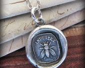 Bee Wax Seal Pendant Necklace - Industry - the power of teamwork and collective effort - E2190
