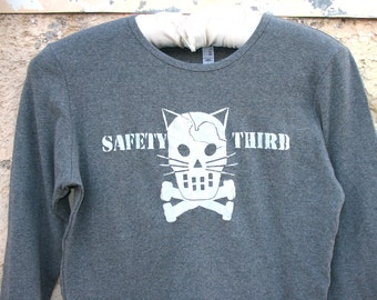 ST3 Kitty Crossbones tshirt Womens Long Sleeve xtra long - Cracked Kitty Skull and crossbones Safety Third tshirt Cat Concussion Gray, Black
