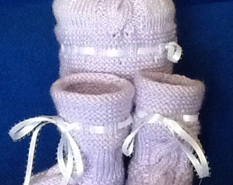 Knitted Baby BOOTS with matching HAT