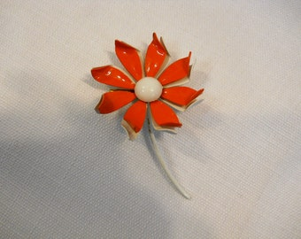 Vintage 1960s 60s Daisy Brooch Pin Metal Enamel Fire Red and White Daisy Pin Flower Power Hippie Daisy Pin Flower Brooch Pinwheel Two Tone