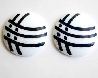 Vintage Black Mod Check Design on White Acrylic Cabochons 30mm (4) cab795