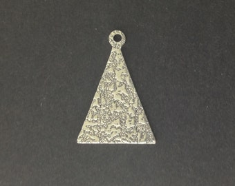 Antiqued Silver Textured Pattern Triangle with Loop Charm Pendant  (6) mtl399D
