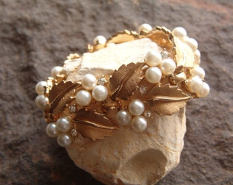 Trifari Pearl Bracelet, Pearl Bracelet, Vintage Trifari Pearl and Rhinestone Leaf Bracelet