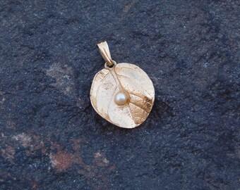 Pendant, Trifari Pendant, Vintage Jewelry, Vintage Gold Tone Trifari Leaf and Pearl Pendant