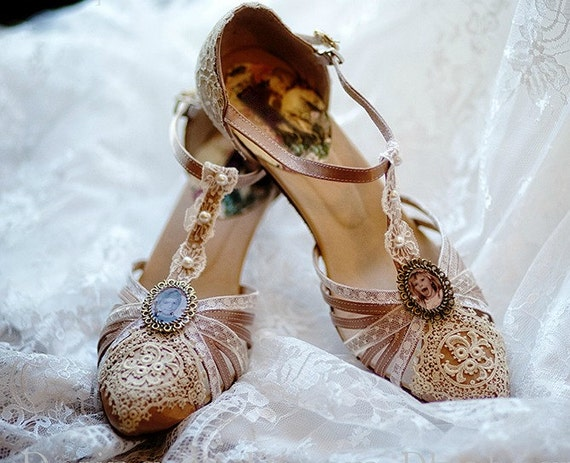 Gatsby t strap 1920s wedding shoes antique lace vintage for Antique inspired wedding dresses