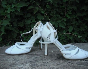 FREDERICK'S of Hollywood White Patent High Heels / Four Inch Heels, size 5.5