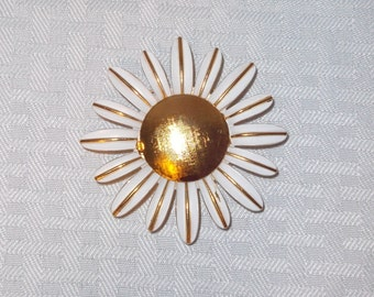 1970's Vintage Daisy Perfume Holder Brooch or Pin by Avon