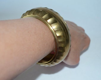 Vintage Chunky Brass Bangle Bracelet.  Textured Cuff with Tribal Safari Style.