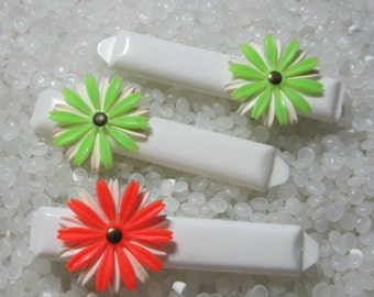 vintage  barrette plastic children barrettes, bright green daisies, set, one bonus orange barrette