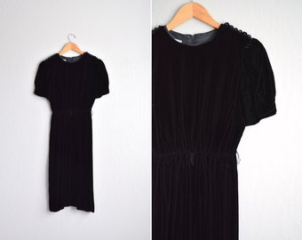 SALE / vintage '80s fancy black VELVET short sleeve cocktail dress with RHINESTONE belt. size s m.