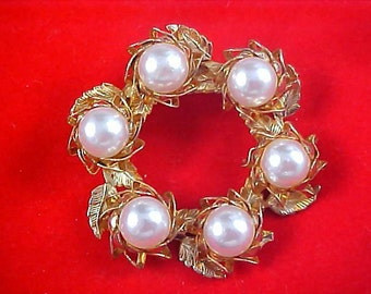 EXQUISITE~Large Simulated Pearls~Gilt Leaves & Gold Plate Brooch