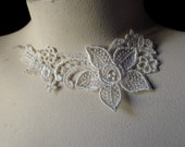 5 Flower Appliques in Ivory Venice Lace for Bridal, Lace Jewelry Design, Millinery