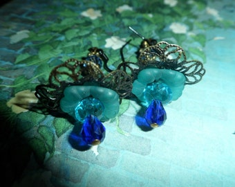 Victorian Flowered Filigree Dangle Earrings