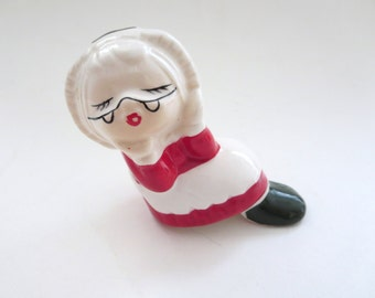 Vintage Christmas Salt Shaker  - Mrs. Claus Salt Shaker - Sitting Kissing Mrs Claus Made in Taiwan