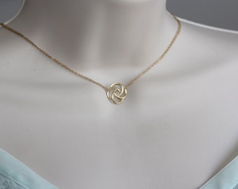 Flower Petals Gold Dainty Necklace, Modern Fashion, Summer Trend, Fashion Trend, Gold Flower Charm, Summer Fashion, Gift for Wife, Gifts