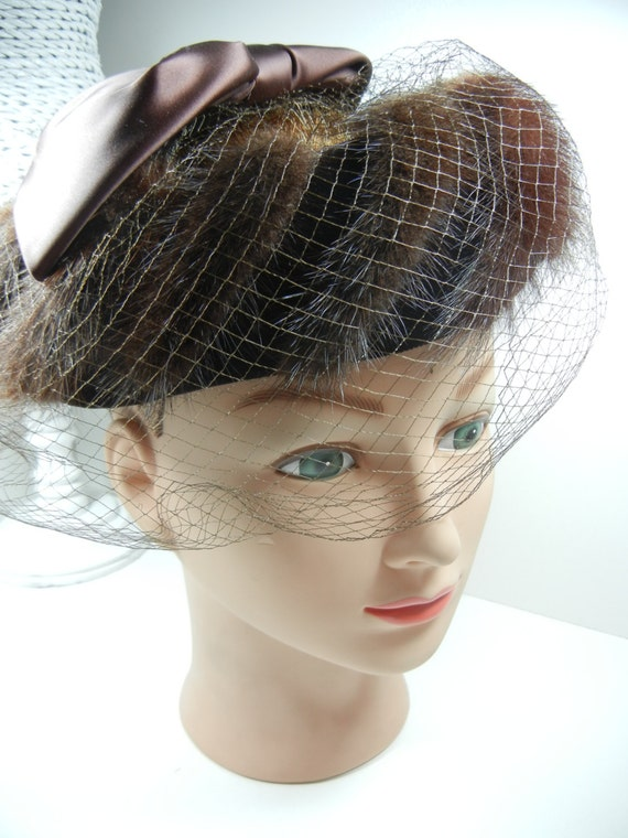Vintage Fur Hat / Fashion accessory / Fur headpiece with bow and mesh veil / Brown bow / Vintage winter wedding accessory / Bridesmaid