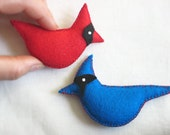 Chirpy Eco-Felt CARDINAL & BLUE JAY: Pin, Ornament, Accessory, Soft Sculpture stuffed with Organic Cotton — Oiseau Broche, Pájaro Peluche