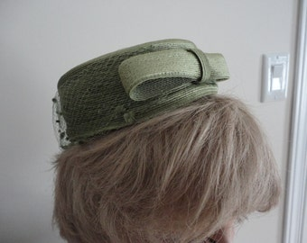 60s Moss Green straw pillbox/netting Pillbox/Tilt Women Hat 60s