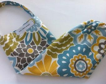 plastic bag holder / dispenser // grocery bag organizer  // waverly button blooms spa fabric