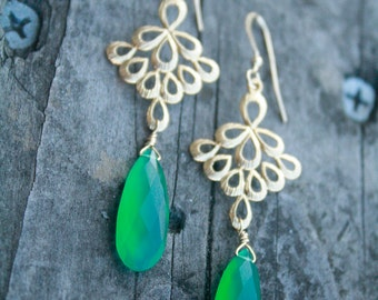 Gorgeous Jade Green Onyx and  Gold FIligree Earrings, bridesmaid, wedding, retro