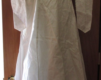 Stunning Vintage Wedding Dress with Crinoline and Train Excellent Condition