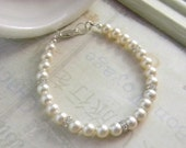 Pearl Wedding Bracelet Ivory or Cream Pink White Bridal Bracelet with Swarovski crystals and pearls Bride Bridesmaid Wedding Jewelry