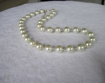 White Glass Pearl Necklace (0333)