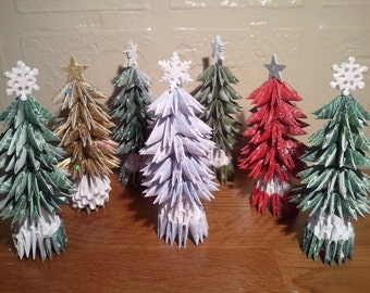 3d Origami small Christmas tree with snow