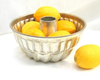 vintage cake pan.silver.bundt.fluted.german.kaiser.bakery.display bowl.fruit bowl.tessiemay