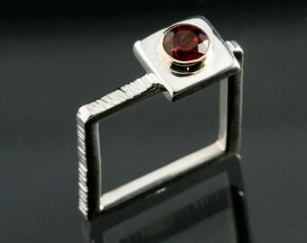 Pyrope Red Garnet, Bezel set Serling Silver Square Ring, Silver Square Ring, January Birthstone Silver Ring, 5mm Garnet