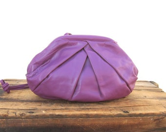 Vintage Clamshell Metal Frame Opening Magenta Pleated  Leather Clutch