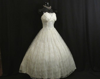 Vintage 1950's 50s STRAPLESS Bombshell White Silver Metallic Taffeta Lace Party Prom WEDDING Dress Gown