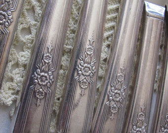 Knives - Set of 8 Antique Silver Plate Hollow Handle Dinner Knives - Desire 1940 Pattern
