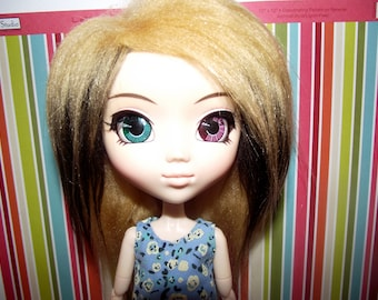 Blonde with brown side highlights faux fur wig for pullip / taeyang