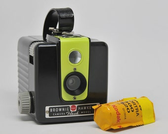 Kodak Brownie Hawkeye Flash Camera with 620 FILM, Vintage Camera