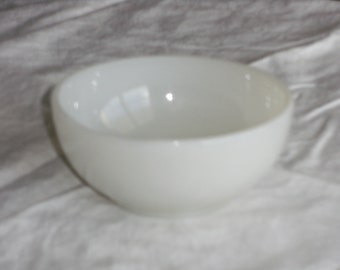 Vintage Ivory Fireking Chili Bowl