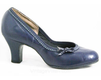 Adorable 1950s Navy Pumps with Dotted Detail - Size 5 B - Shoes - Pumps - Deadstock - Fall - Mint Condition - Foot Flairs - 40311-1