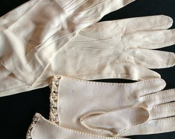 Vintage 1 pairs of White Off White Gloves with Detailed Stiching Cloth and Leather